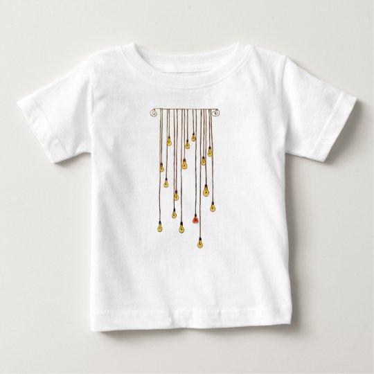 Fliege zum Licht Baby T-shirt