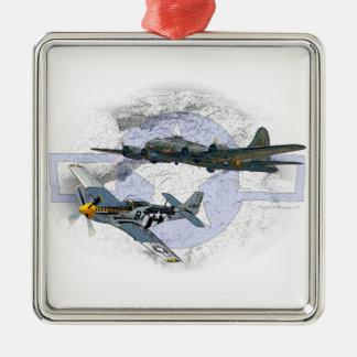 Fliegeneskorte des Mustangs P-51 Quadratisches Silberfarbenes Ornament