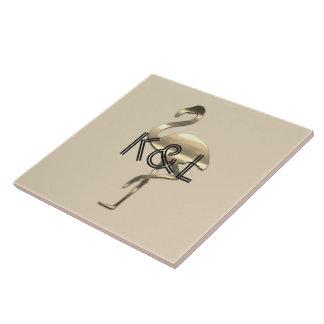 Flippiger Goldflamingo addieren Initialen-Fliese Keramikfliese