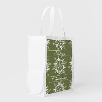Flocons de neige de vacances sur le vert sac réutilisable d'épcierie