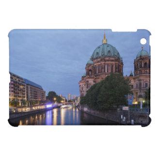 Fluss-Gelage und Kathedrale in Berlin, Deutschland iPad Mini Cover