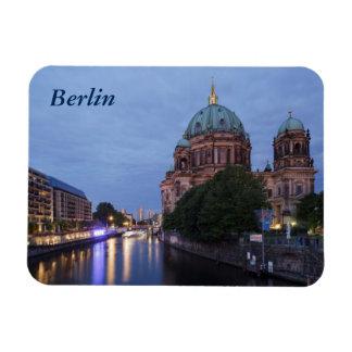 Fluss-Gelage und Kathedrale in Berlin, Deutschland Magnet