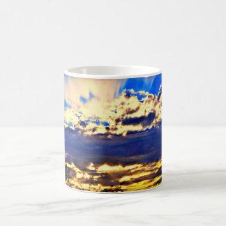 Fluss in der Wolken-Kaffee-Tasse Kaffeetasse