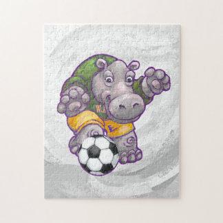 Flusspferd, das Fußball spielt