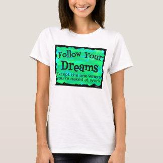 Folgen Sie Ihrem lustigen T-Shirt der Träume
