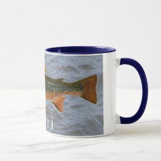 Forelle-Frischwasserfische, mit Wasser-Hintergrund Tasse