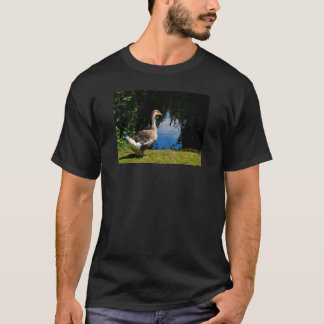 Foto-wilde Gans in Teich T-Shirt