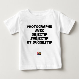 Fotograf mit subjektiver und suggestiver baby t-shirt