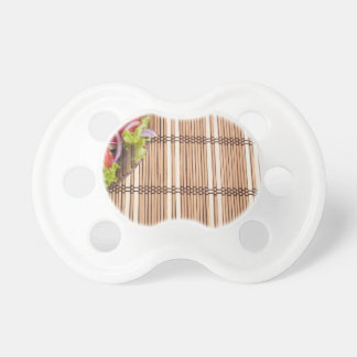 Fragment der transparenten Platte des frischen Schnuller