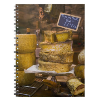 Frankreich, Korsika. Lokale Käse und Charcuterie Spiralblöcke