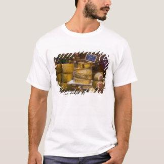Frankreich, Korsika. Lokale Käse und Charcuterie T-Shirt