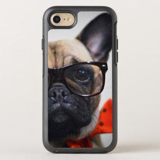 Französische Bulldogge mit Gläsern und OtterBox Symmetry iPhone 8/7 Hülle