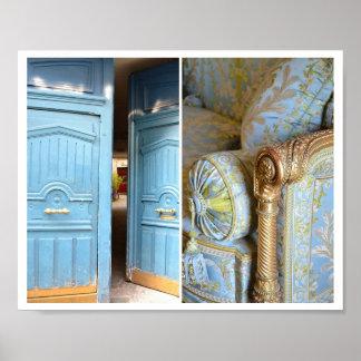 Französisches Blau-Türen u. verziertes Poster