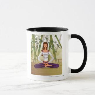 Frau, die in der Lotosposition, meditierend sitzt Tasse