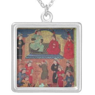 Frau Supp. Pers.Arghan Khan mit zwei von seinem Halskette Mit Quadratischem Anhänger
