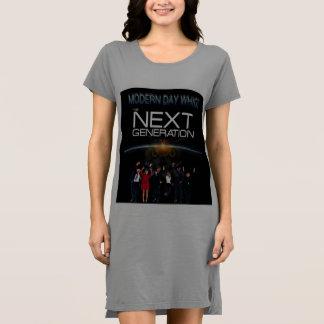 Frauen-folgende Generations-T - Shirtkleid Kleid