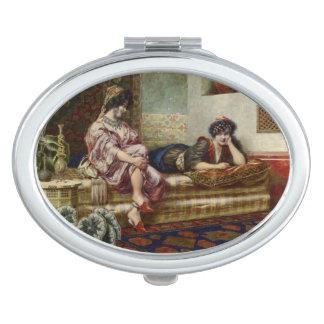 Frauen-Freunde in einem Harem Taschenspiegel