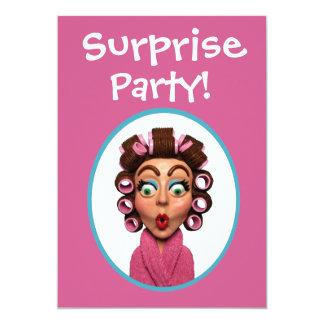 Frauen-tragendes Lockenwickler-Überraschungs-Party 12,7 X 17,8 Cm Einladungskarte