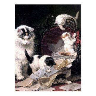 Freche Kätzchenkatzen, die mit dem Korb entzückend Postkarte