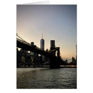 Freiheits-Turm und Brooklyn-Brücke an der Karte