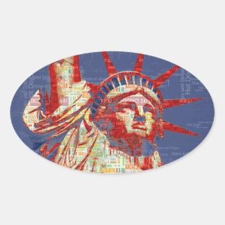 Freiheitsstatue mit 4. der Juli-Wort-Wolke Ovaler Aufkleber