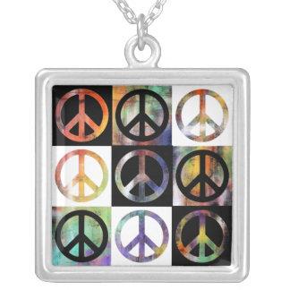 Friedenszeichen-Mosaik Versilberte Kette