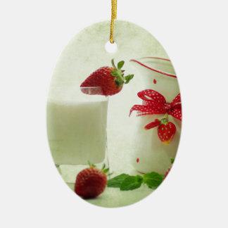 Frische Erdbeeren im Landhausstil Ovales Keramik Ornament