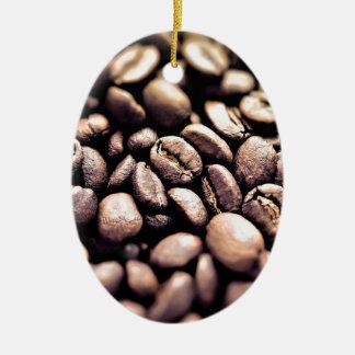 Frische gebratene Kaffeebohnen Ovales Keramik Ornament