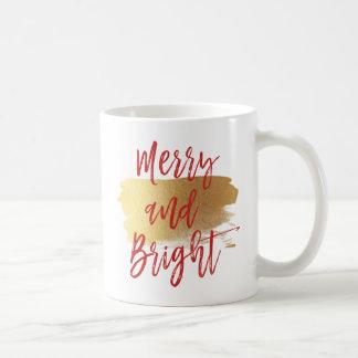 Fröhliche und helle Handmit buchstaben Kaffeetasse