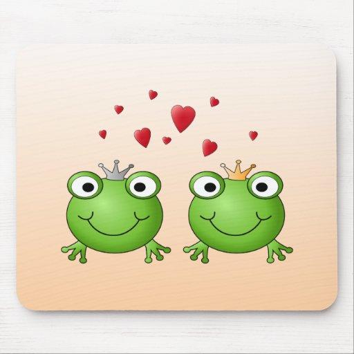 Frosch-Prinz und Frosch-Prinzessin, mit Herzen Mauspad