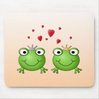 Frosch-Prinz und Frosch-Prinzessin mit Herzen Mauspad