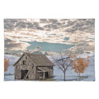 Frühe Winter-Scheunen-Szene Stofftischset