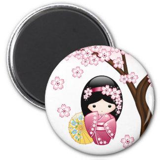 Frühling Kokeshi Puppe - niedliches japanisches Runder Magnet 5,7 Cm