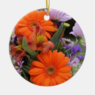 Frühlings-Blumen in einem Vase Rundes Keramik Ornament