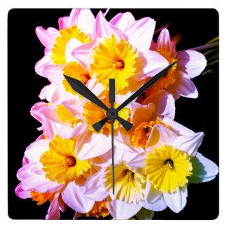 Frühlings-gelbe Narzissen-Wanduhr Quadratische Wanduhr