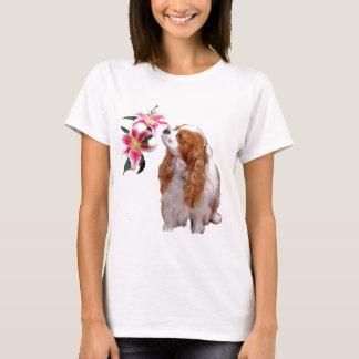 Frühlingszeit mit einem unbekümmerten Königcharles T-Shirt