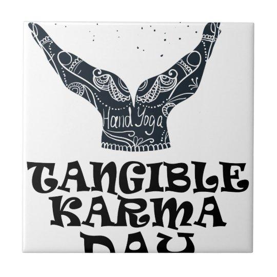 Fühlbarer Karma-Tag Kleine Quadratische Fliese