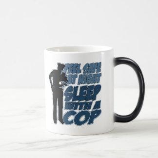 Fühlensicheres, Schlaf mit einem Polizisten Verwandlungstasse