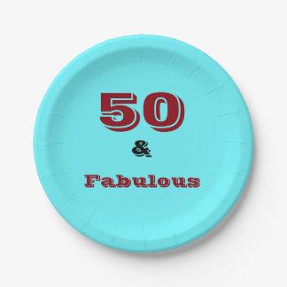 Fünfzig und fabelhaftes Logo auf farbigem Pappteller