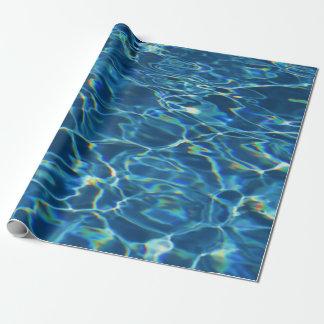 Funkelndes Pool-Wasser-Packpapier Geschenkpapier