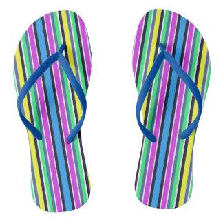 Funky blaue gelbe und rosa gestreifte drehen flip flops