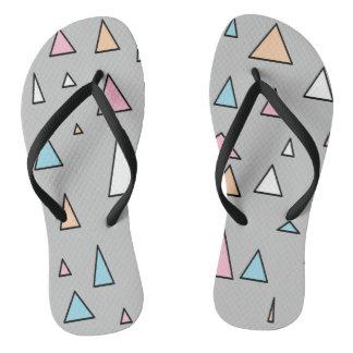 Funky Dreieck-Pastellfarben drehen Reinfälle um Flip Flops