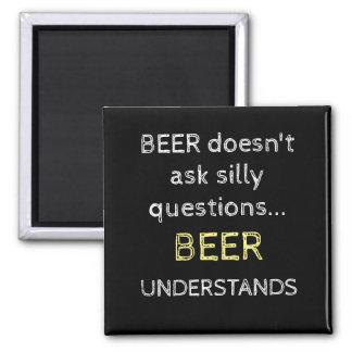 Für ihn fragt schwarzes Bier nicht alberne Fragen Quadratischer Magnet