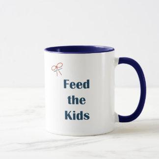 Füttern Sie den Kindern Erinnerungen Tasse