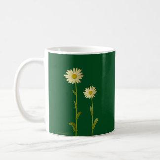 Gänseblümchen-Blumen auf grünem Hintergrund - Kaffeetasse