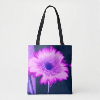 Gänseblümchen erhellen herauf das Tagesrosa und Tasche