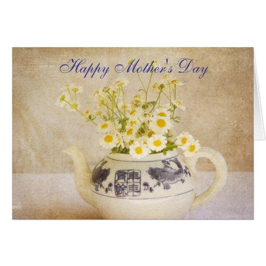 Gänseblümchen in einer Karte der Teekanne-Mutter