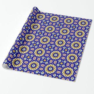 Gänseblümchen-multi Farbmedaillons auf blauem Geschenkpapier