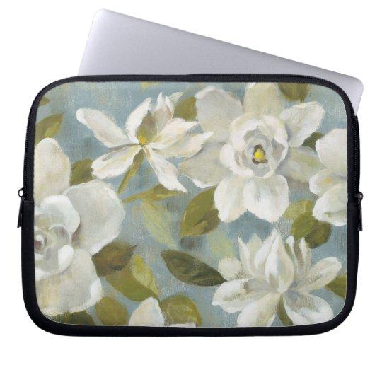 Gardenias auf Schiefer-Blau Laptopschutzhülle