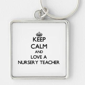 Gardez le calme et aimez un professeur de crèche porte-clefs